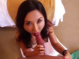 BEAUTIFUL ASIAN MILF DOES PORN FOR THE FIRST TIME