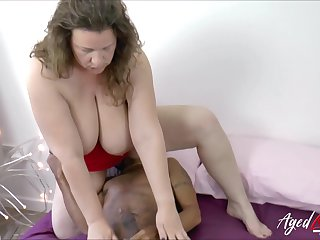 Mature lady got the brush hungry pussy drilled roughly huge deathly load of shit