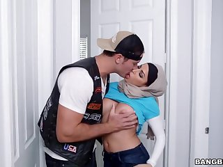 Mia Khalifa Julianna Vega Hijab Blow Fuck Argue Facial