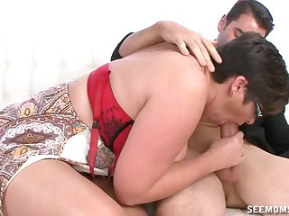 Auntie sucks the unearth ergo fine that the young dear boy cums on her tits