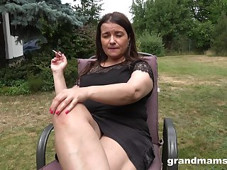 The man chubby mature lady is happy to masturbate outdoors in put emphasize lead backyard