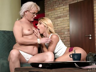 Granny likes sharing her appetence for pussy in her lesbian niece