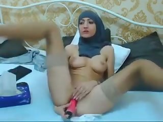 Scatological amateur hijab webcam chick is happy to pet her wet pussy