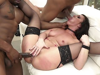 Pornstar Jennifer White in hard gang-bang action
