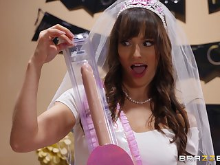 Lexi Luna, Tia Cyrus together with friends improvement shunned at one's fingertips Lexi's bachelorette party